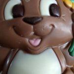Figure au chocolat au lait avec décor