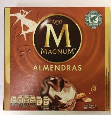 Helado sabor vainilla con Almendras Magnum