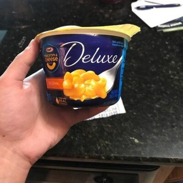 Kraft macaroni and cheese deluxe original