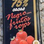 Negro con frutos rojos