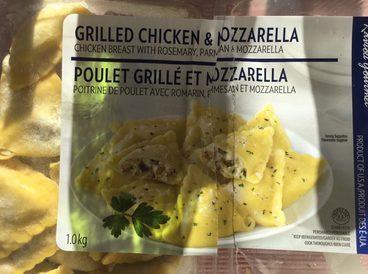 Ravioli de poulet grillé et mozzarella