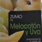 Zumo de melocotón y uva